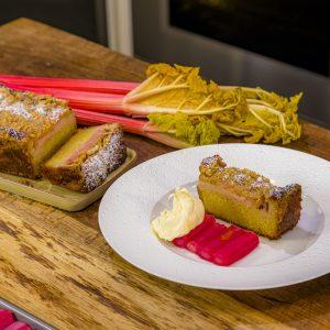 Rhubarb crumble cake with ginger cream