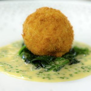 CRAB CAKES WITH SPINACH AND BEURRE BLANC