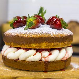 STRAWBERRY SPONGE CAKE WITH CARAMEL STRAWBERRIES