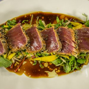 ASIAN TUNA WITH SALAD